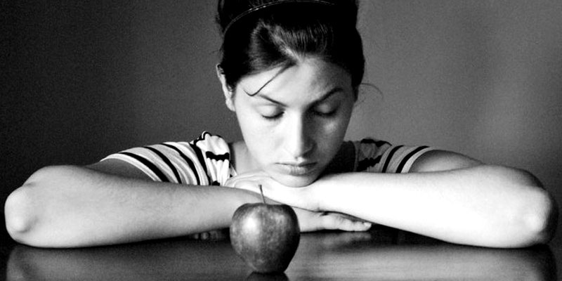 Elisa meditates on the significance of the apple